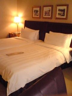 090202_1549~03_ベッド.JPG